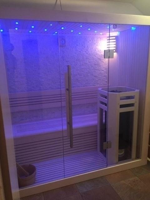 Sauna mit Farblichttherapie inkl.