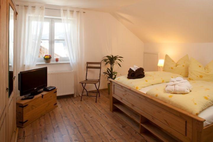 Schlafzimmer 2 von 3 (Tresor, Herrendiener .... )