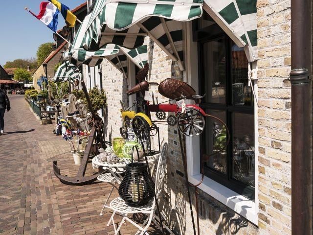 Kleine zauberhafte Läden überall auf der Insel