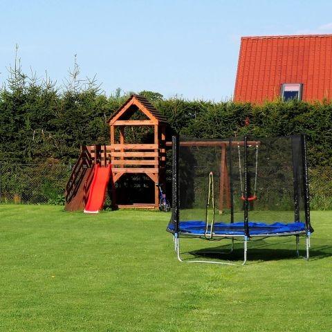 Wir haben auch einen kleinen Spielplatz für unsere kleine  Gäste.