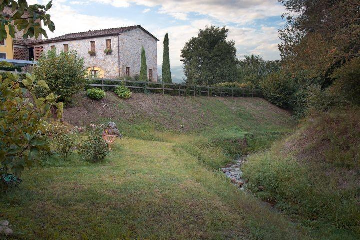 Haus vom Fluss aus