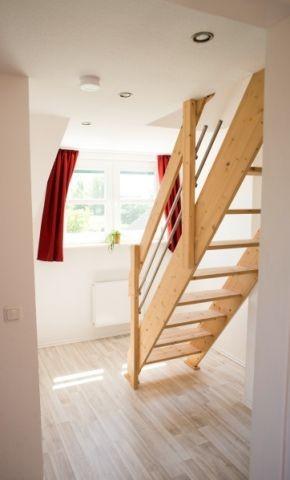Flur und Treppe zu offenen Galerie