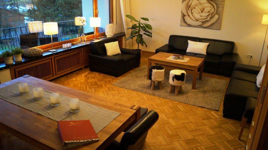Wohnzimmer Parterre mit bis zu 20 Sitzplätze