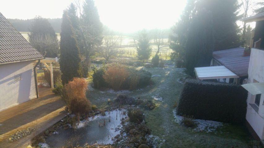 winterlicher Blick in den Innenhof