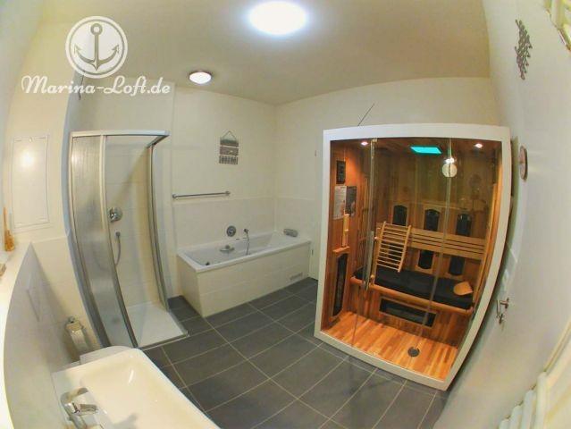 Unser Wellnessbereich mit Kombi Sauna (IR und normal), Whirlpool und Dusche