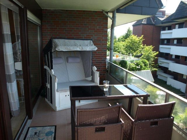 Gartenmöbel auf dem Balkon