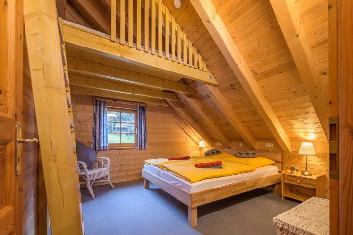 Schlafzimmer mit Hochbett OG