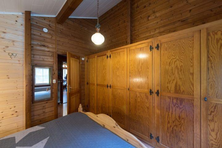 Einbauschränke im großen Schlafzimmer