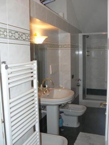 Badezimmer mit Dusche und Bidet