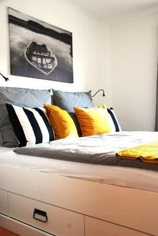 kuscheliges Schlafzimmer mit Bett (1,80 x 2,00 m), Nachttischen
