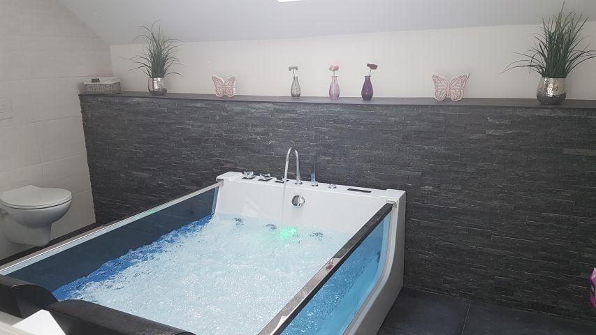 Bad mit Shirlpoolbadewanne und Dusche