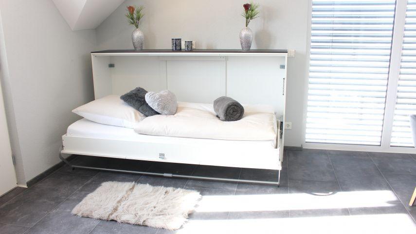 2 Schrankbetten im Wohn-Ess-Bereich