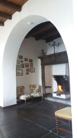 Das Wohnzimmer mit antikes Kamin