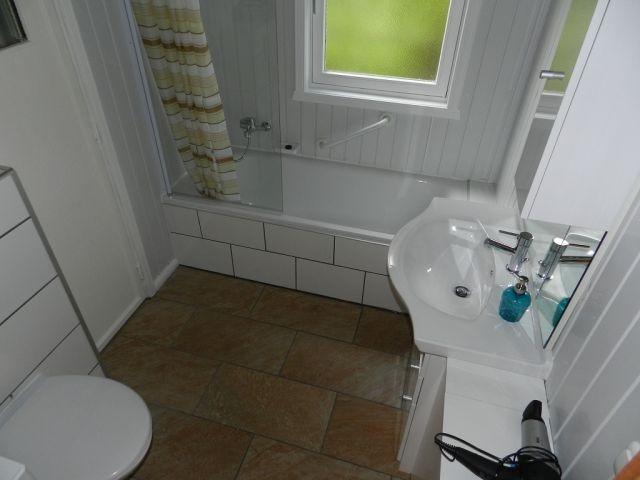 Badezimmer mit Zugang zur Sauna