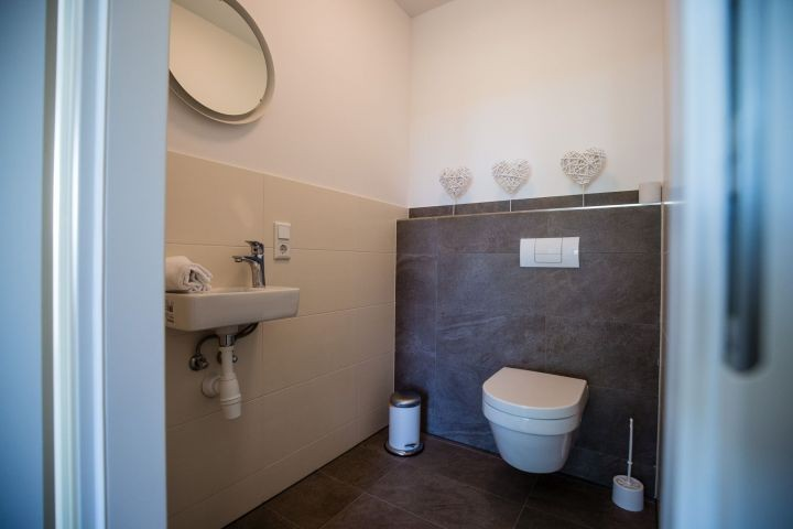 separates WC Wohnung Rainbow Nr.2