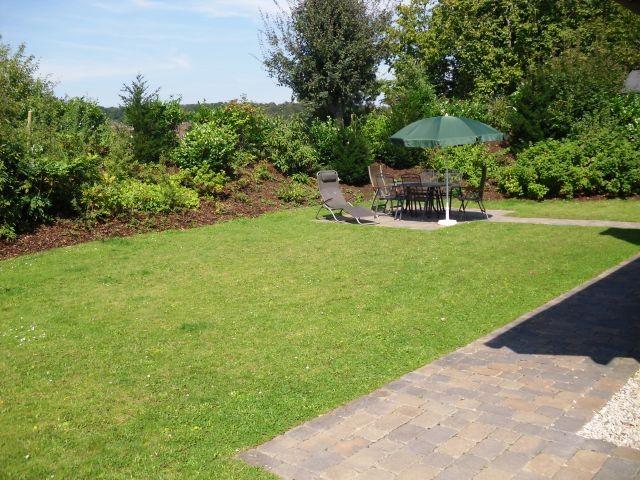 Großer, gepflegter Garten