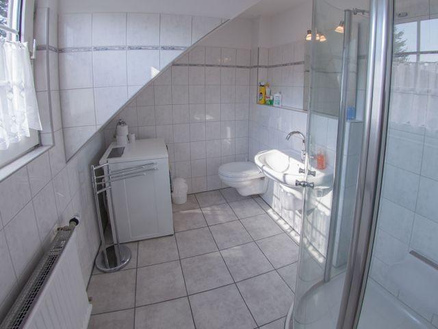 Bad 2 mit Dusche / WC