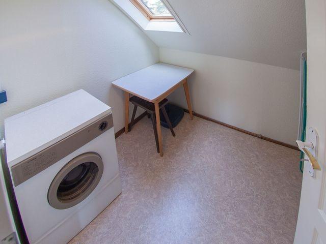 Separater Abstellraum mit Waschmaschine