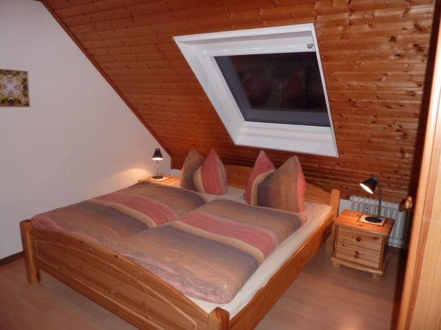 Das 1. Schlafzimmer mit Doppelbett...