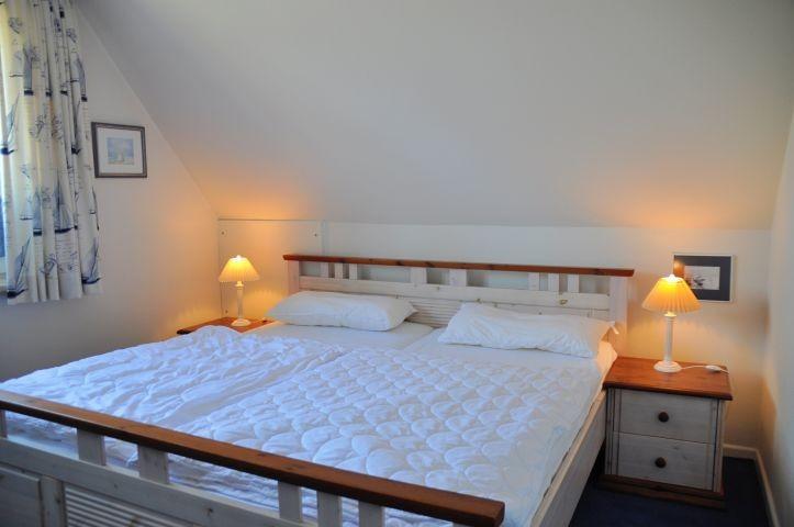 Schlafzimmer mit Doppelbett in OG