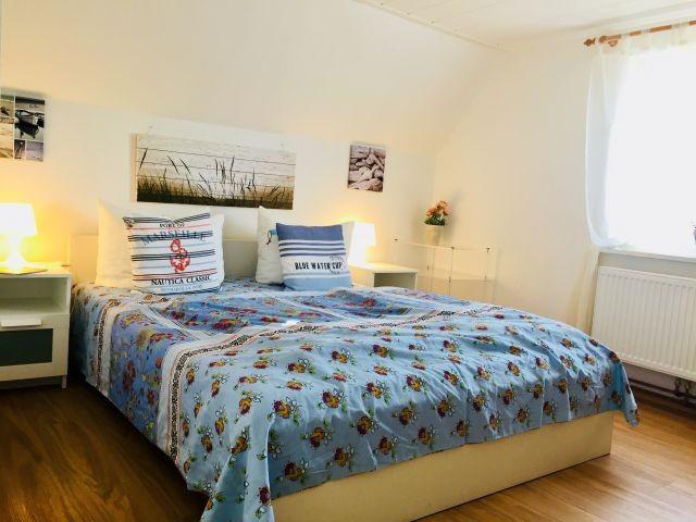 Doppelbett Schlafzimmer mit Golfplatzblick