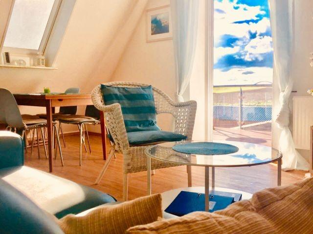 Wohn-/Esszimmer und Balkonzugang
