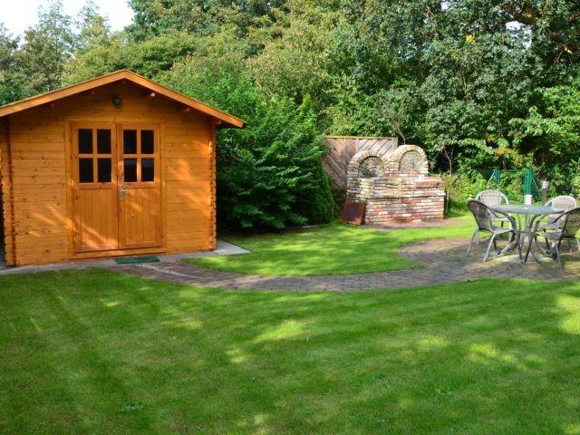 Das Gartenhaus und der Kamingrill