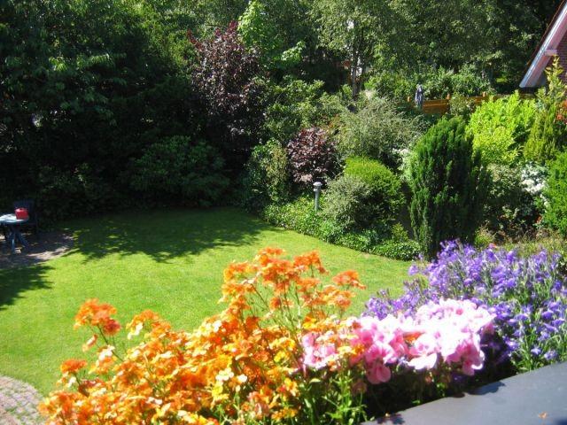Blick von der Loggia in den Garten
