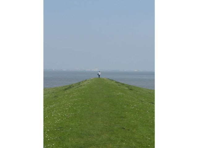 Wohltuende Weite... Wilhelmshaven im Hintergrund