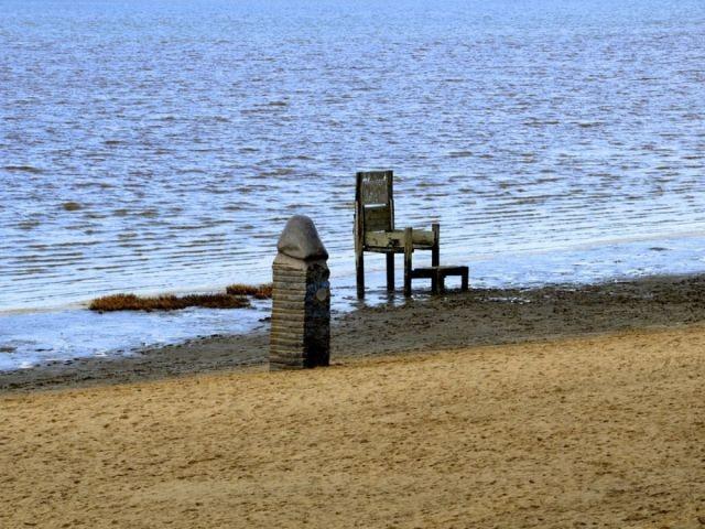 """Kunst am Strand. Der """"Phallus"""" und Kaiser-Butjatha-Stuhl"""