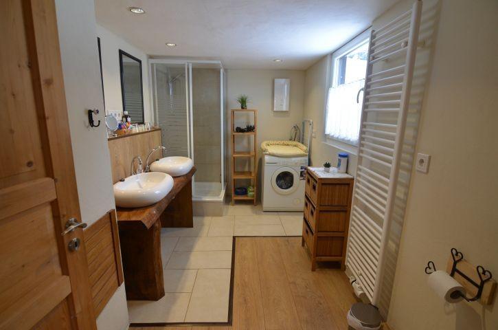 Badezimmer mit Waschmaschine....