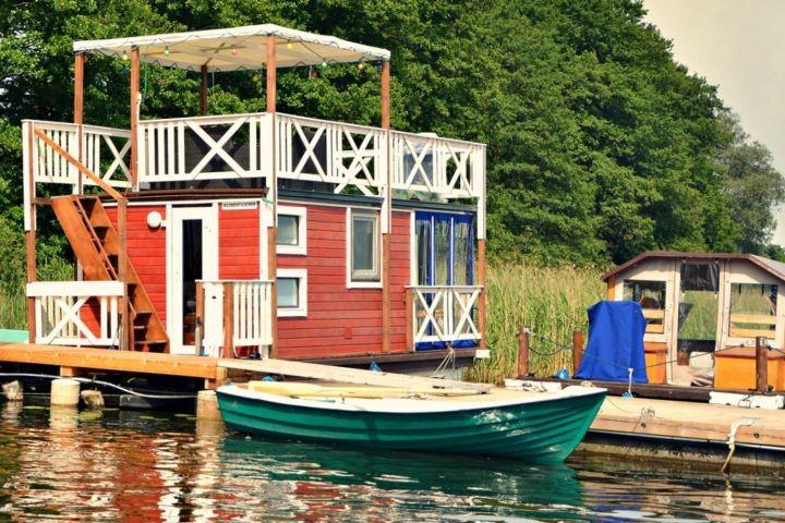 Ferienfloss Wesenberg 1 - das fest schwimmende Ferienhaus