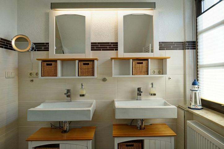 Bad 1 mit Dusche im Obergeschoß
