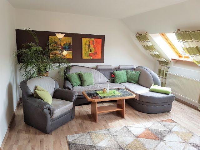 gem tliche dachgeschosswohnung mit blick ins gr ne. Black Bedroom Furniture Sets. Home Design Ideas