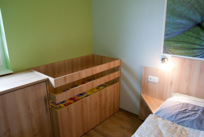 Ein fest eingebautes Babybett