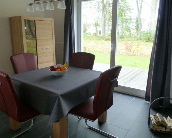 Eßzimmer mit Zugang auf die Terrasse