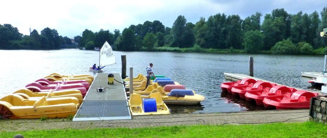 Tretbootverleih, Nordhorns Innenstadt kann man mit dem Boot umrunden