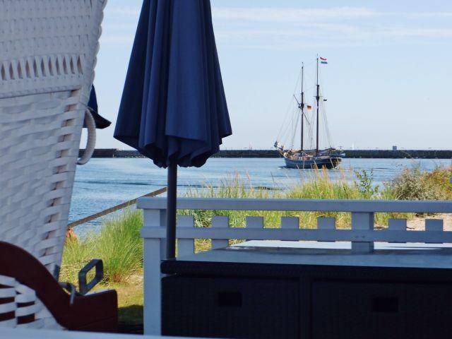 Blick von der Terrasse zum Hafen