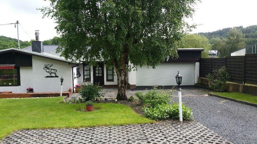 Haus mit Doppelgarage