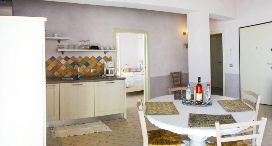 Wohnzimmer mit Kunchenzeil