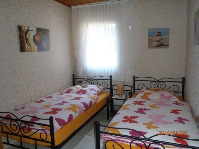 2tes Schlafzimmer mit 2 Einzelbetten