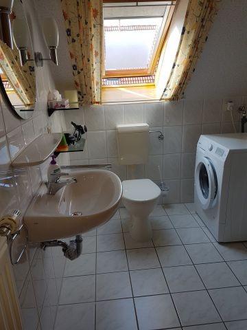 Bad mit Dusche u Waschmaschine, 1. Etage