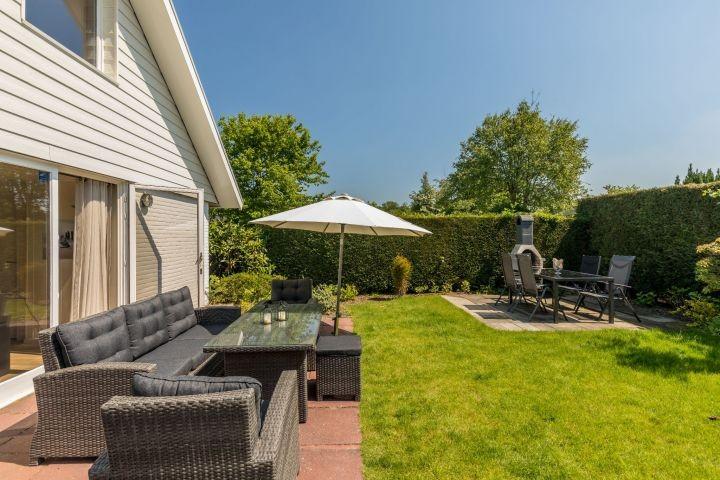 Die Terrasse mit schöner Gartengruppe