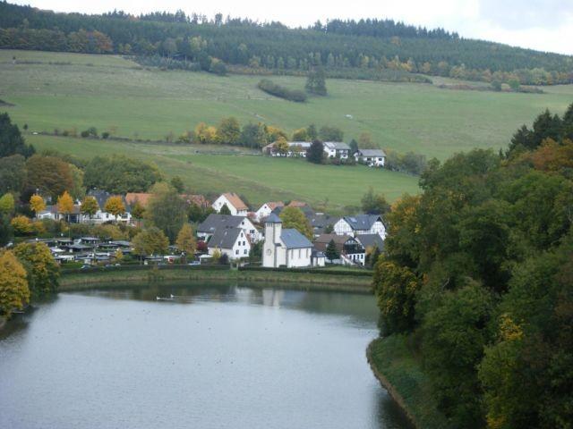 Blick auf den Ort Helminghausen