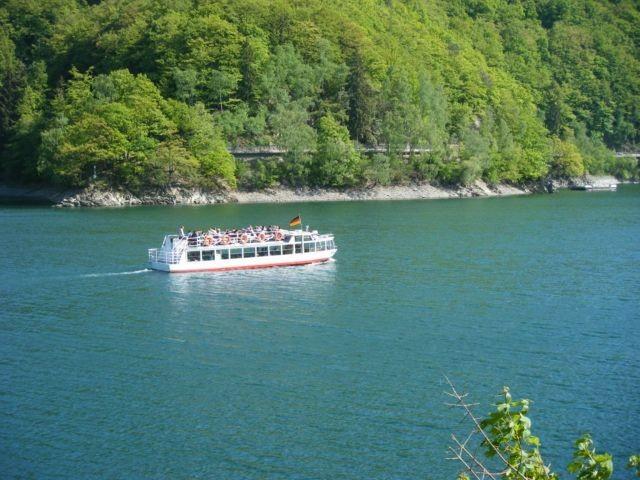 Mit dem Schiff auf dem See