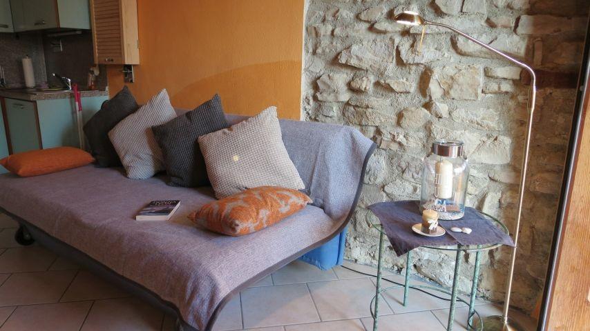 Die bequeme Couch im Wohnzimmer