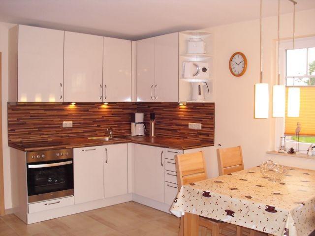 voll ausgestattete Küchenzeile