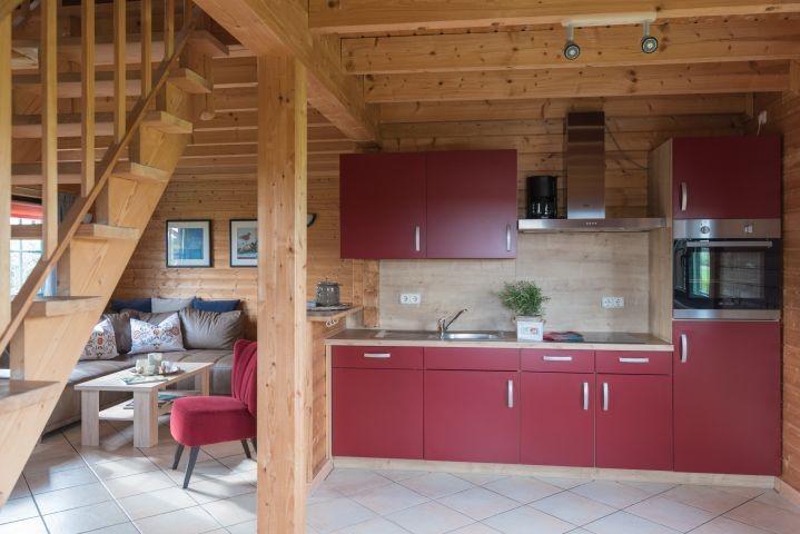 Küche mit Treppenaufgang