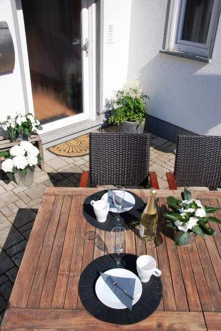sonnige Terrasse für gemütliche Stunden