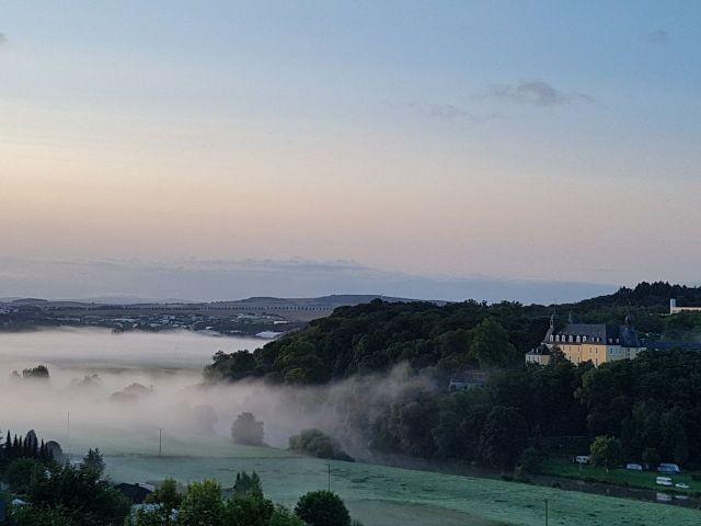 Sonnenaufgang Oraniensteiener Schloss Diez, Nebel über der Lahn